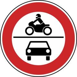 Fahrradunfall auf einem mit Stacheldraht gesperrten Feldweg